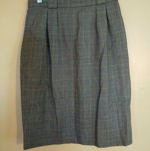 Liz Claiborne Skirts - Liz Claiborne 10P Plaid Wool Pencil Skirt